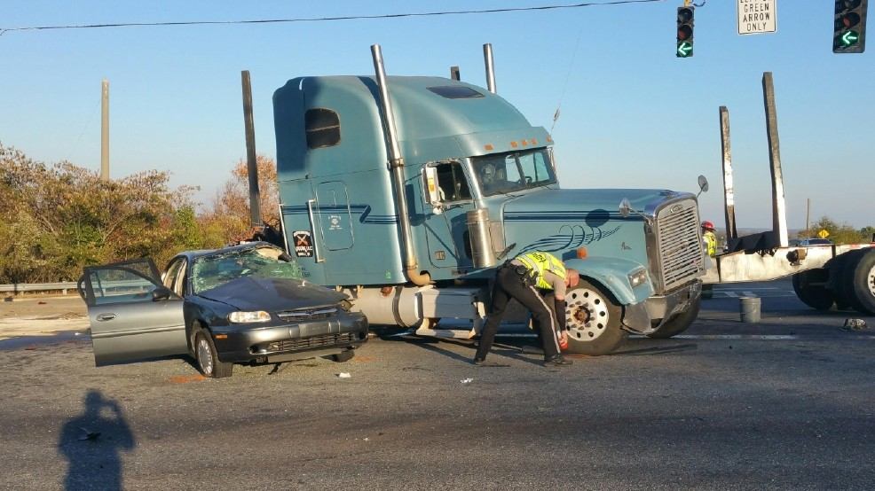 Driver killed in accident involving tractor trailer in Macon | WGXA